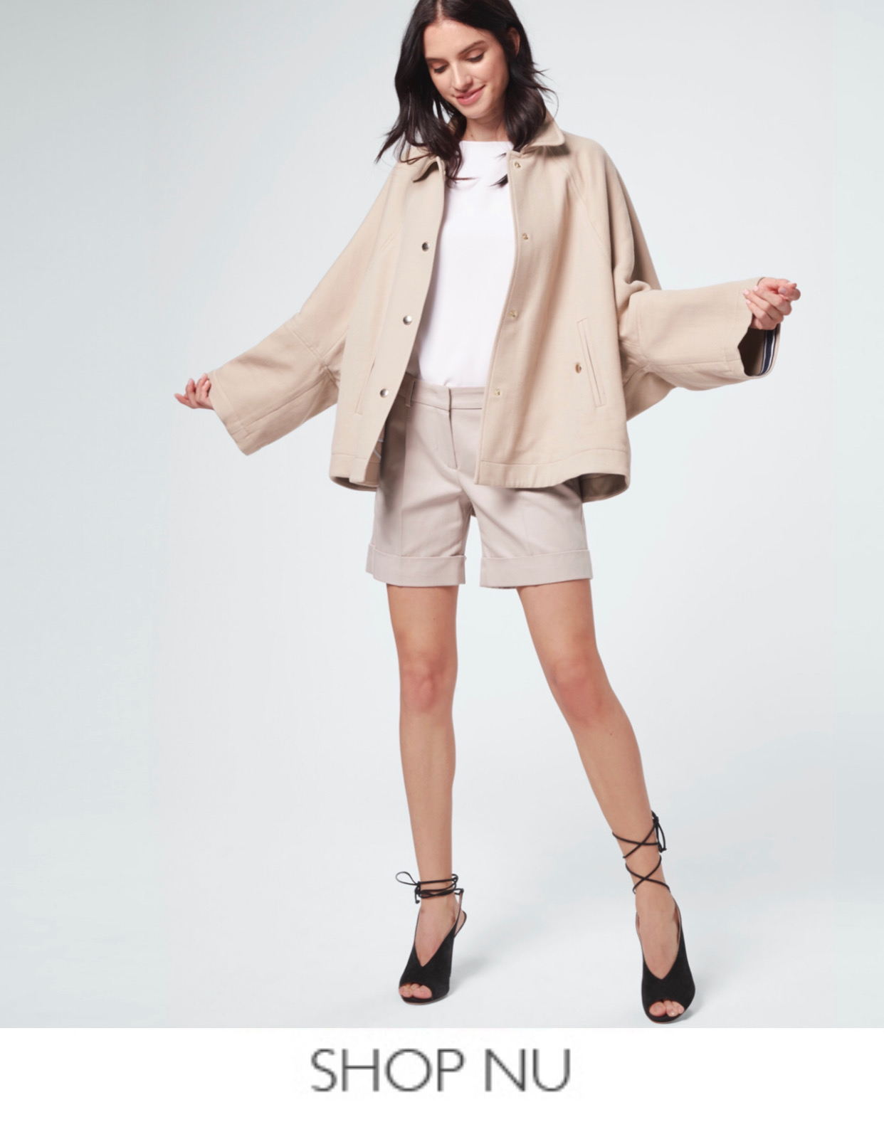Windsor cape jacket bij Marja Lamme Fashion