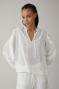 Closed feminine blouse - ivory