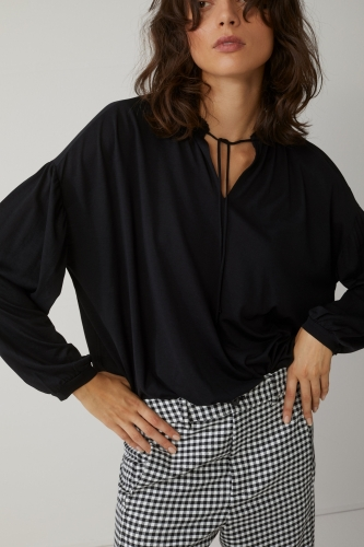 Closed blouse - black