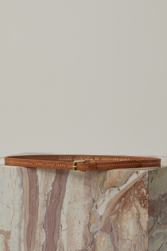 Closed leather belt with studs - caramel